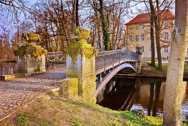 Mirow (Mecklenburg-Strelitz), Brücke zwischen Schlossinsel und Liebesinsel
