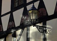 Sanftes Licht auf alten Mauern...