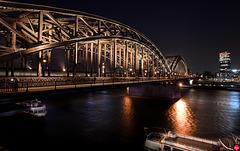 Hohenzollernbrücke, rechts der Kölntriangle