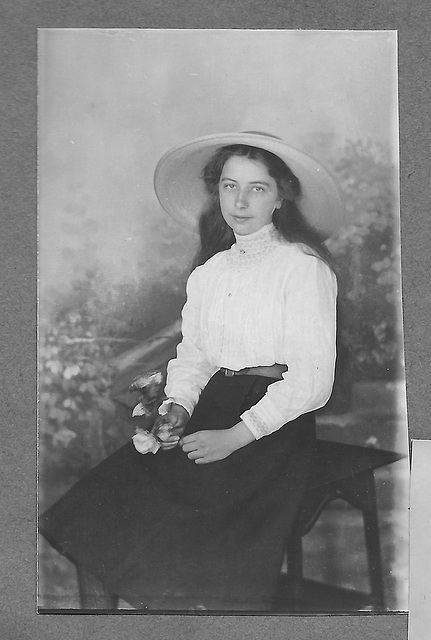 Doris Pritchard c1908 B&W