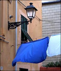 Boccadasse : Lampione e panni stesi al vento - (913)