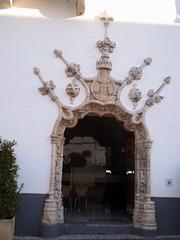 Manueline door (16th century).