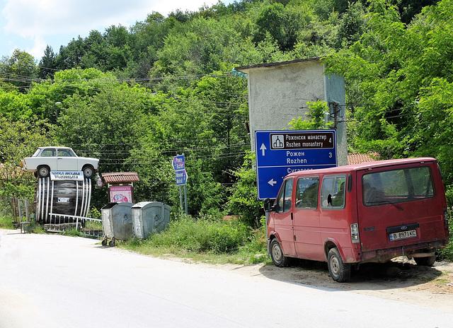 Trabi-Denkmal in Rozhen/Bulgarien für Biobauer