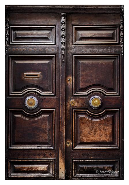 La porte des riches sans nom....