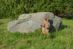 Рабочеостровск, Огромный Камень и Деревянный Медведь