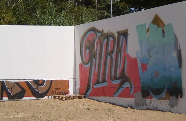 Graffiti on wall of Alto do Lumiar Basic School.