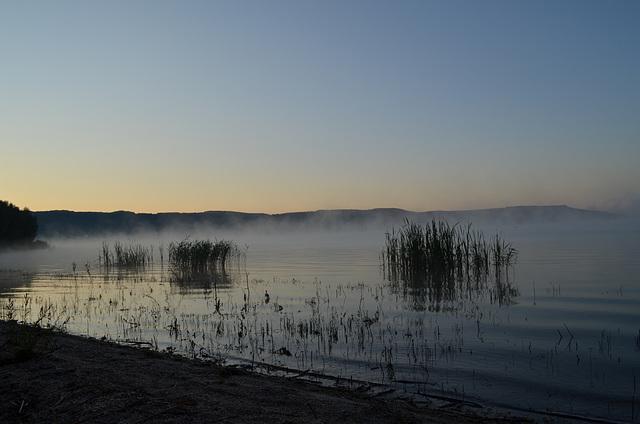 Утро на Бакотском заливе, Туман над водой