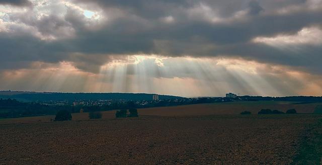 Das Tief Uta beendet das schöne Herbstwetter in Deutschland - The low Uta stops the beautiful autumn weather in Germany
