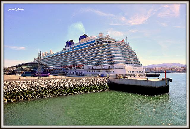 Crucero BRITANNIA en el terminal de pasajeros