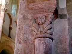 Saône et Loire.  Eglise de Gourdon Chapiteau du XI siècle.
