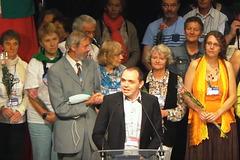 LKK-prezidantoXavier Dewidehem  parolas dum la solena fermo de la 100-a UK en Lille