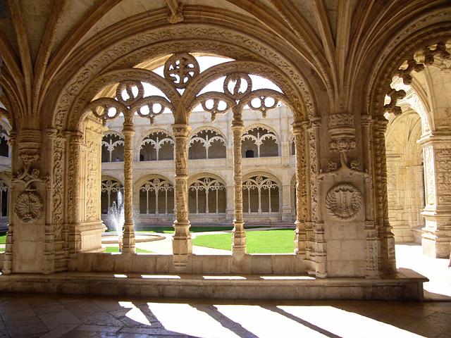 Cloître du Monastère de Jerónimos, Portugal (on EXPLORE)
