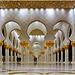 AbuDhabi : Questo colonnato laterale esterno è favoloso !