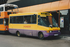 Pioneer E518 PWR in Rochdale bus station – 11 Oct 1995 (290-33)