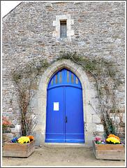 Le portail de l'église de Plessix Balisson (22)