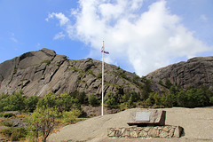 Memorial to 4 members of the New Zealand Air Force