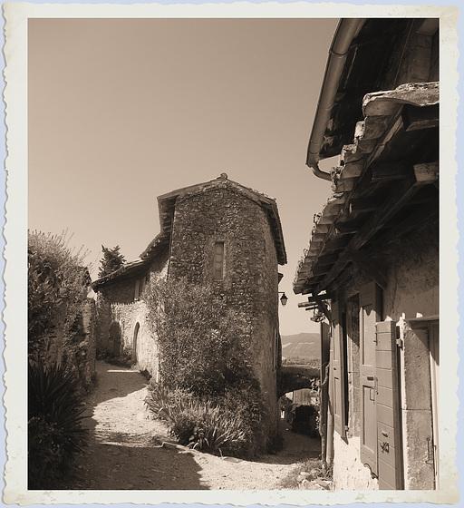 Mirmande (26) 24 avril 2013. En Drôme provençale.