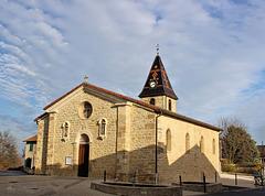 Villefontaine (38) 15 décembre 2014. L'église dans la partie ancienne de la ville.