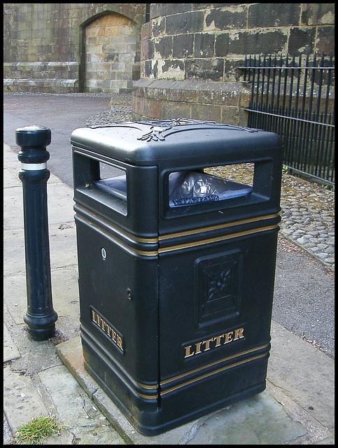 Lancaster litter bin