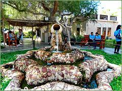 AbuDhabi : questa bella fontana accoglie i visitatori fino a tarda notte