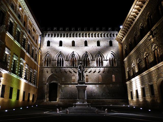 Siena Piazza Salimbeni