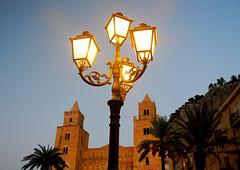Die Laternen auf der Piazza Duomi