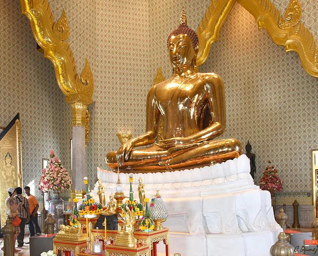 Un Bouddha en or massif.