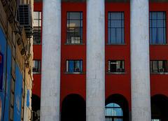 Moderne Post im alten Palermo