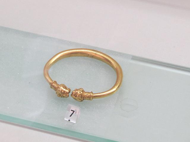 Musée archéologique de Split : bracelet en or.
