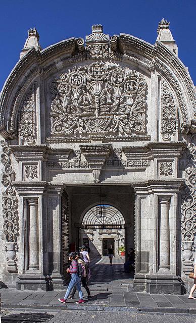 Tristan del Pozo Mansion: facade