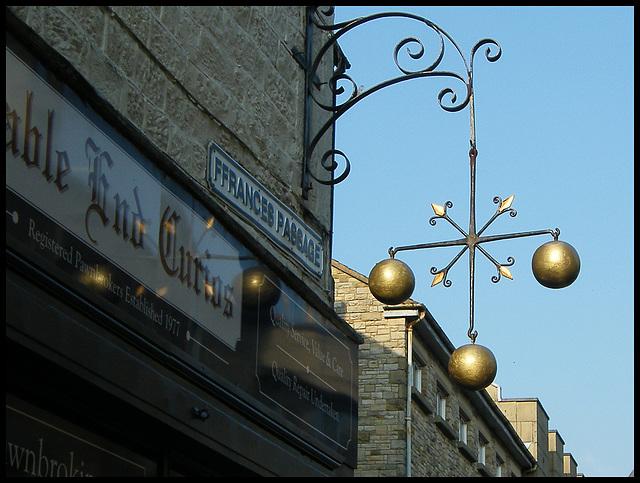 three balls pawn shop sign