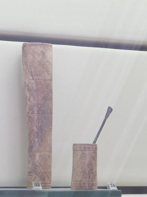 Musée archéologique de Split : boite à maquillage en os ?