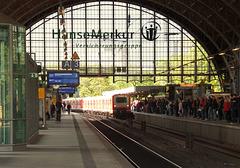 Am Dammtor-Bahnhof in Hamburg