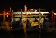 Nachts, wenn die Schiffe an San Giorgio vorbeifahren.....