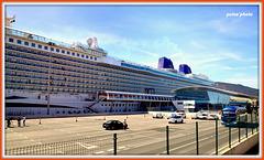 El crucero BRITANNIA en la terminal de pasajeros