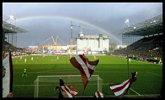 Perfekter Regenbogen über der Nordkurve vom Millerntor-Stadion