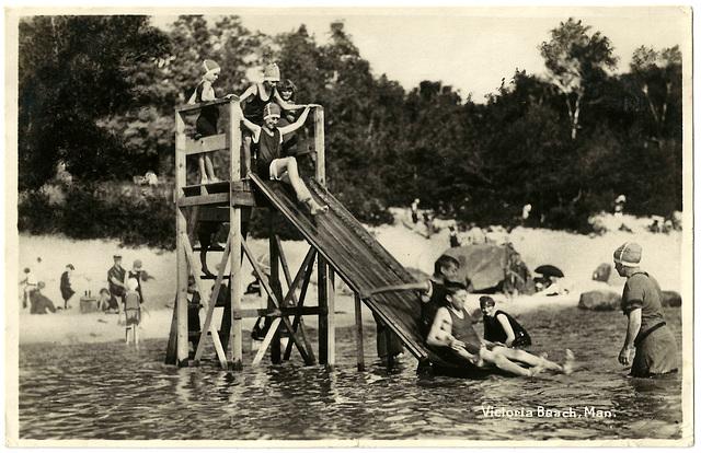 MN0998 VICTORIA BEACH - (KIDS ON WATER SLIDE)
