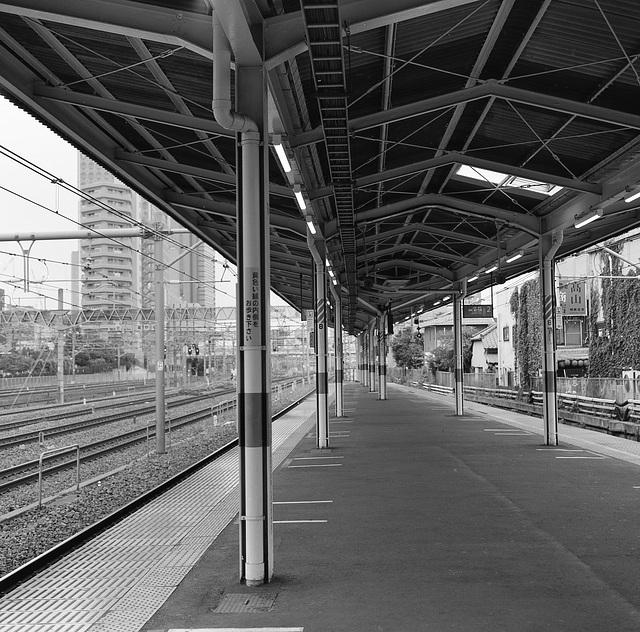 Platform with many pillars