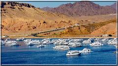 Sharm el Sheikh : arrivo al porto - sullo sfondo : la strada che porta al monastero di S.Caterina del Sinai