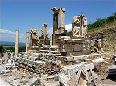 Ephesus - Il monumento di Memmio - (467)