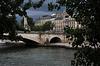 Le pont de la Tournelle , sous le ciel de Paris .