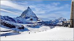 Zermatt : la funivia ad aggancio automatico sale verso il Monte Rosa