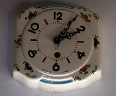 Ancienne horloge murale , en céramique