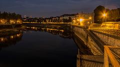 BESANCON: Lle quai de Strasbourg au petit matin.