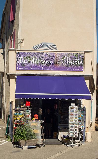 Joulosie in Lavendelfarbe
