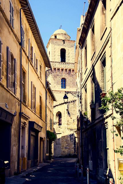 Arles: Le clocher roman de la Cathedrale Saint-Trophime