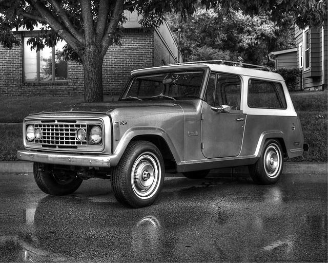 V8 Jeepster Commando