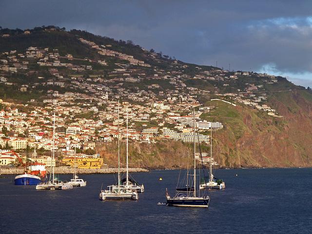 Ein Teil Funchals in der letzten Abendsonne