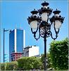 Tunisi : Preziosi lampioni e grattacielo azzurro