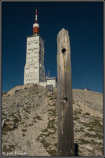 Zwei Türme auf dem Mont Ventoux